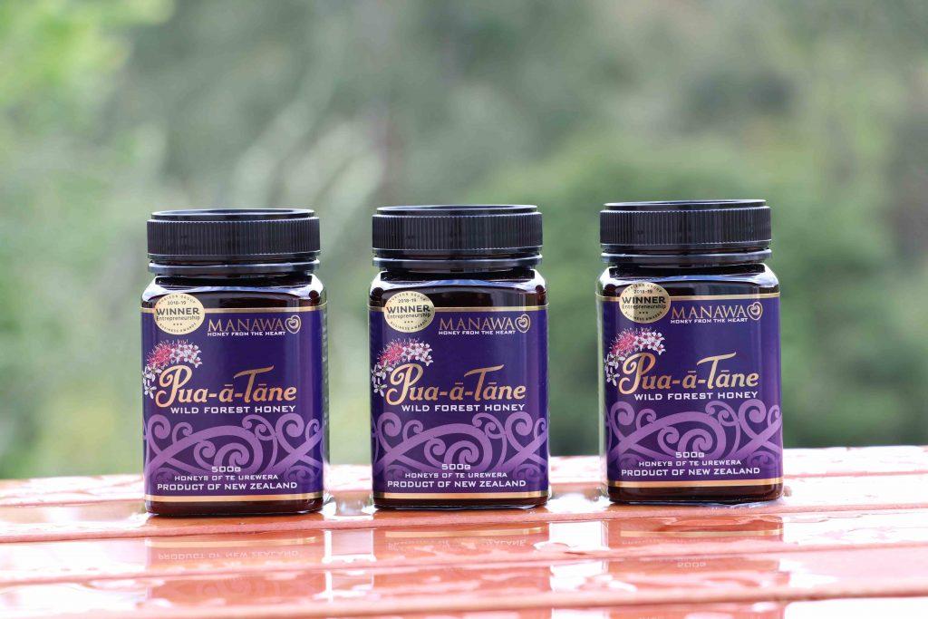 Pua-a-Tane Wild Forest Honey By Manawa Honey NZ - 3 x 500g jars On Table Outside Manawa Honey NZ Office
