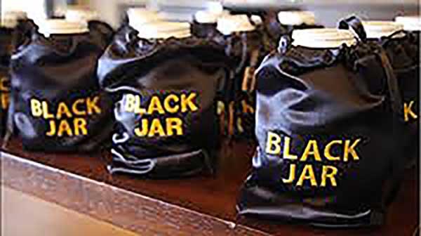 Black Jars For Honey Tasting Contest Like One Won By Manawa Honey NZ